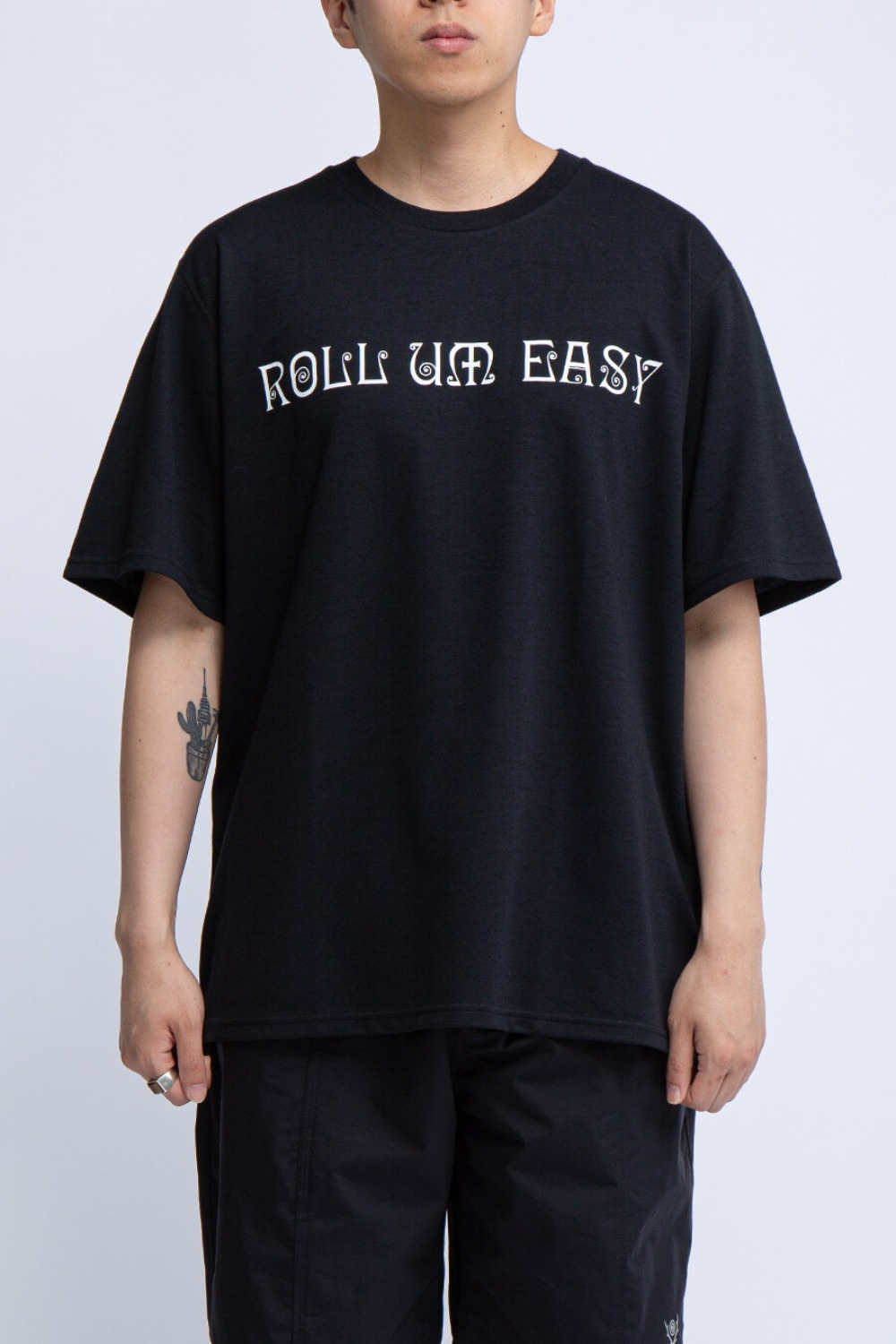 CREW NECK TEE ROLL UM EASY BLACK