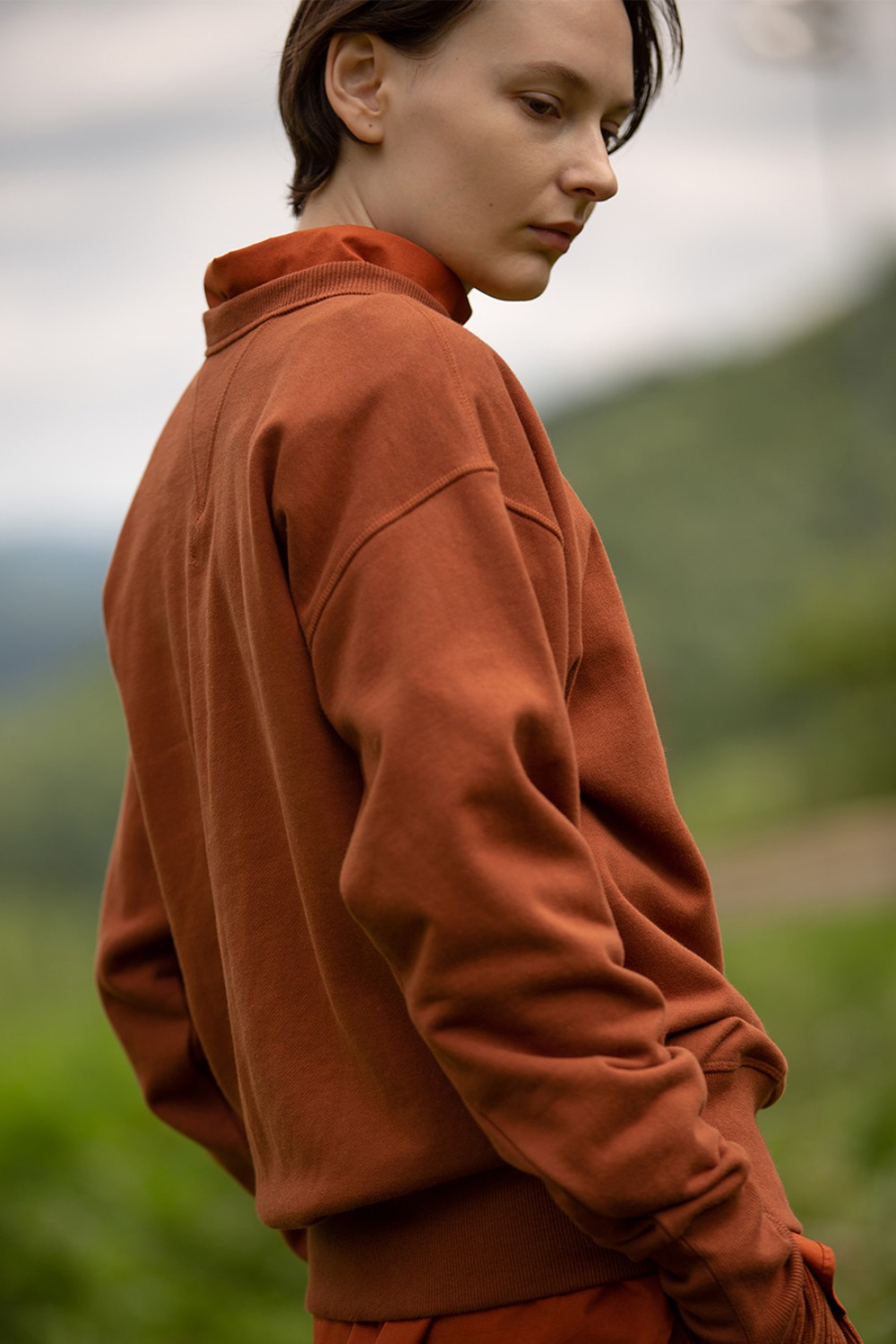 BOOKLOVER EMB SWEATSHIRT BRICK BROWN
