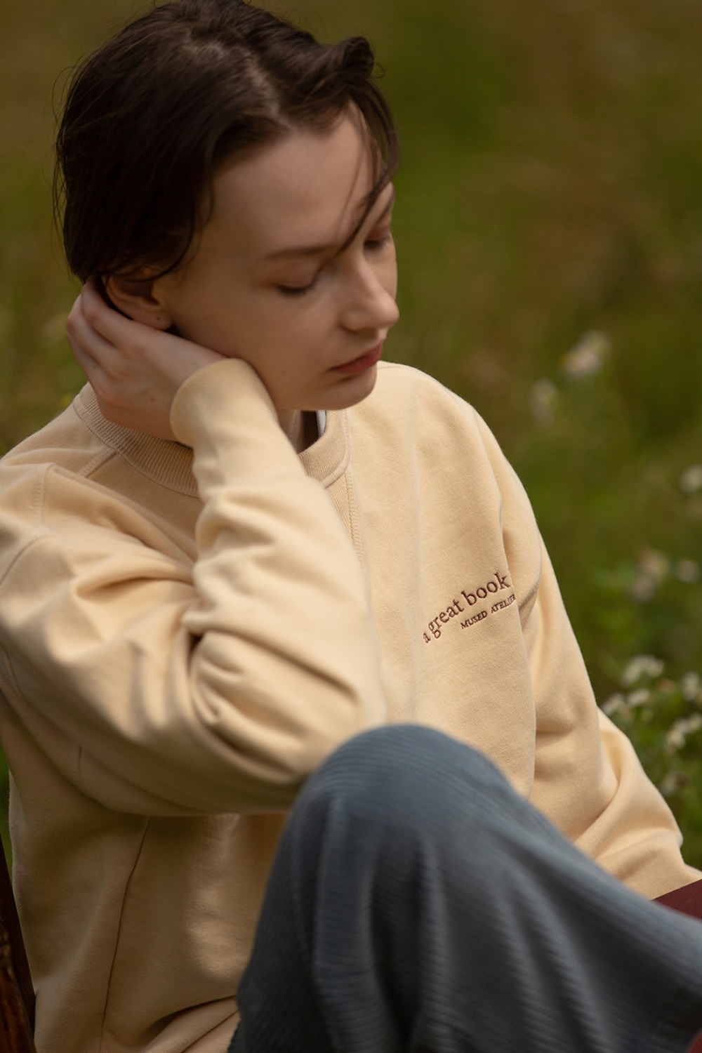 BOOKLOVER EMB SWEATSHIRT VANILLA CREAM
