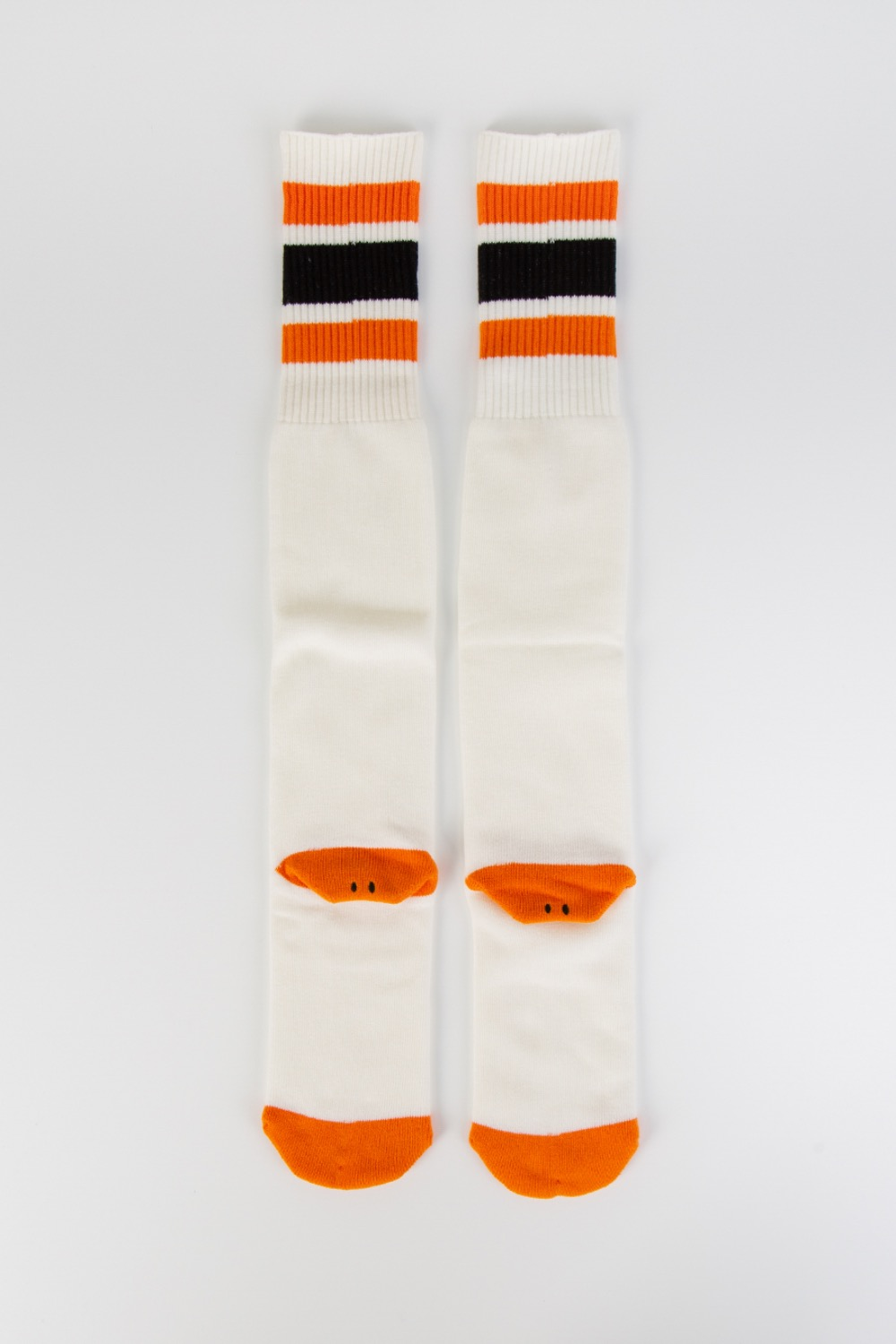 144 YARNS HEEL SMILIE EMBROIDERED SKATERS KNEE HIGH WHITE/ORANGE