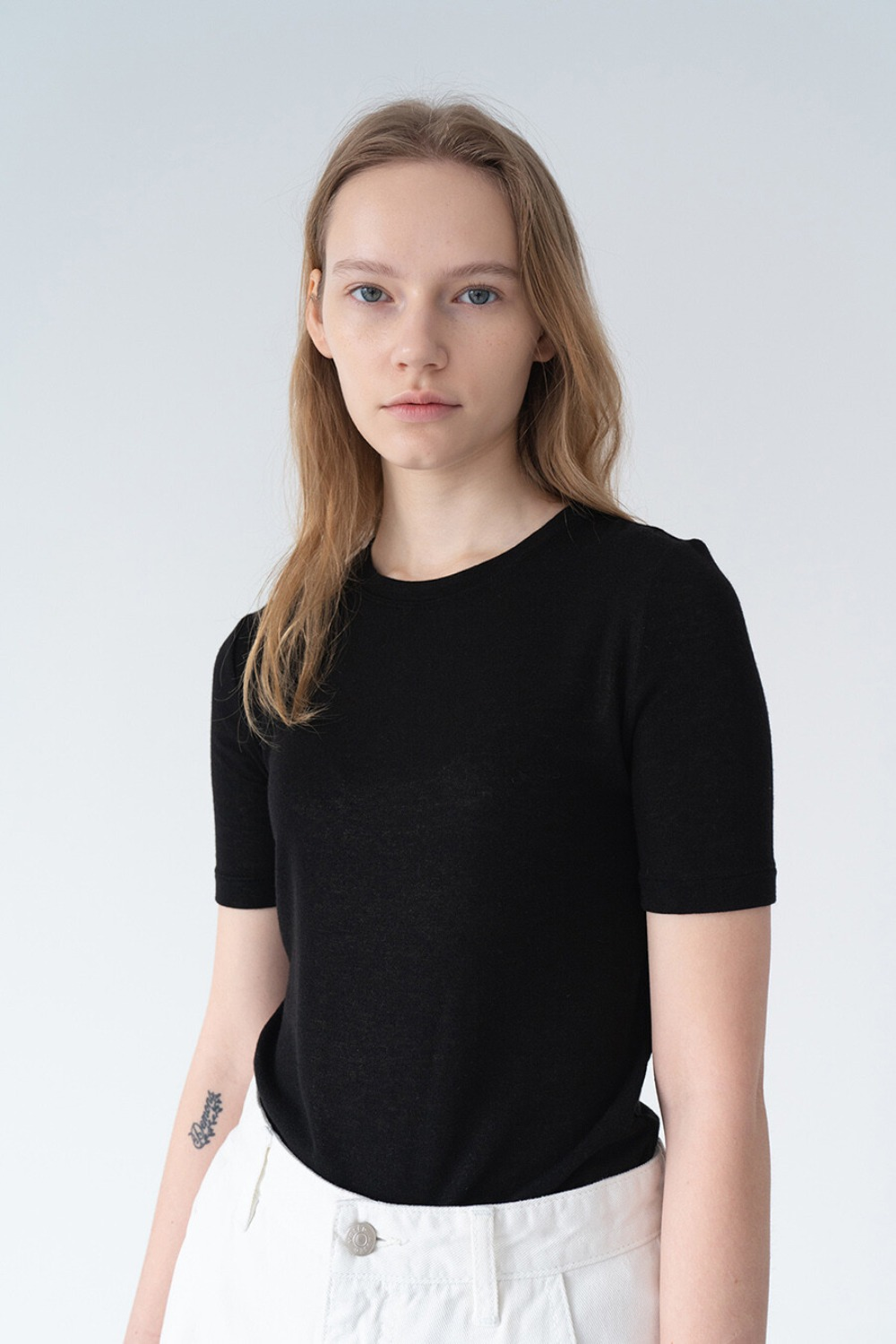 SUBTLE FEMININE TOP BLACK