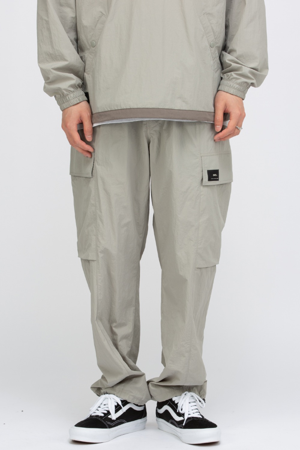 NYLON HIDDEN CARGO PANTS LIGHT GREY