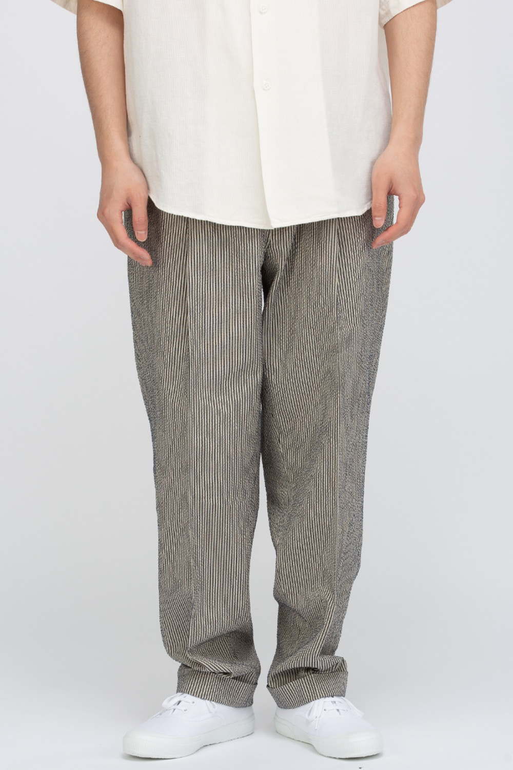 ONE-PLEATS TROUSERS
